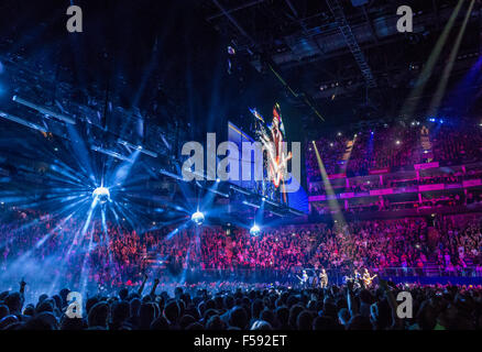 London, UK. 29th October, 2015. U2 at London O2 on the Innocence and Experience tour Credit:  david pearson/Alamy - Stock Image