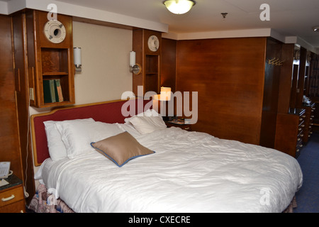 A room aboard the RMS Queen Mary floating hotel, Long Beach, California. - Stock Image
