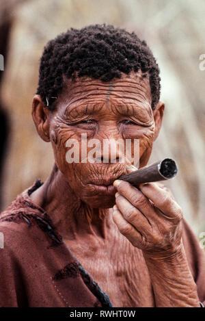 Bushman woman smoking the Kalahari desert Botswana - Stock Image
