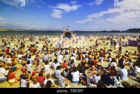 Punch and Judy traditional puppet show, Weymouth beach, Dorset, England, UK - Stock Image