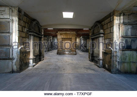 Interior of the underground burrial site and catacombs at the oldest cemetery of Brussels. This site and landmark was constructed late 19th century. - Stock Image