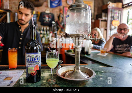 Tony Seville's Pirate's Alley Cafe and Olde Absinthe House, corner of Pirate's Alley and Cabildo Alley, New Orleans French Quarter, New Orleans, USA - Stock Image