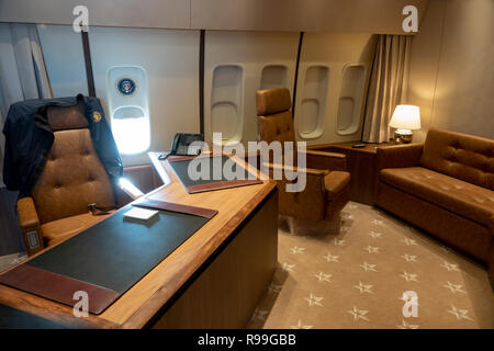 Air Force One replica mock up of the interior of the United States presidential aircraft Boeing 747 office meeting desk - Stock Image