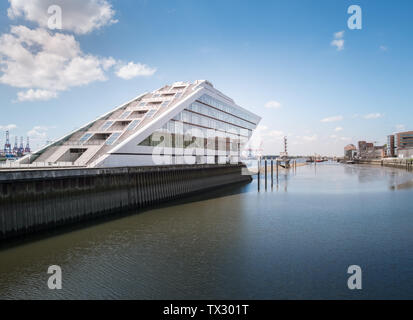 Modern architecture of Dockland office building on the Elbe River, Hamburg, Germany - Stock Image