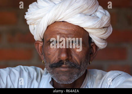 Rabari tribal man with turban - Stock Image