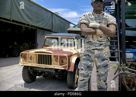 Statue of a USA soldier standing next to a military jeep at the Coffee War cafe Pattaya Thailand. Also an American army supply store - Stock Image