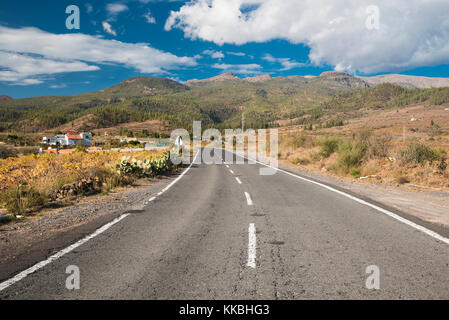 The road to Vilaflor from Arona, Tenerife, Canary Islands, with the mountains which form the caldera wall of the - Stock Image