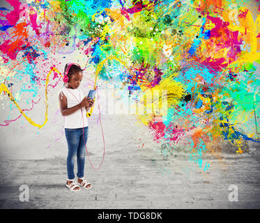 Young child listens to music with splash effects - Stock Image