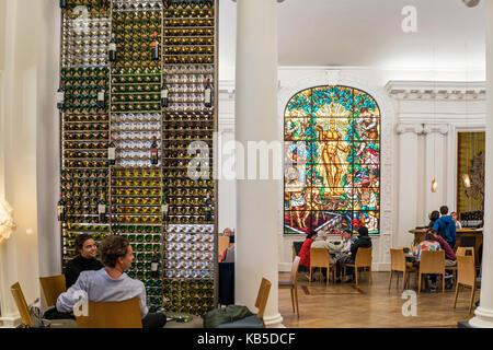 Le Bar a Vin, Wine bar, Maison du Vin de Bordeaux, interieur, Apollo glas window,  Bordeaux, France - Stock Image