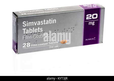 Simvastatin tablets statin for reducing blood cholesterol and risk of heart disease. - Stock Image