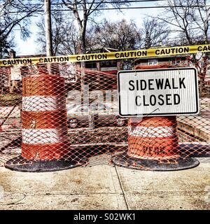 Sidewalk closed sign amid construction - Stock Image