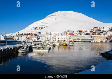 Fishing boats berthed at the port of Honningsvåg, on Magerøya Island, Finnmark County, the northernmost - Stock Image