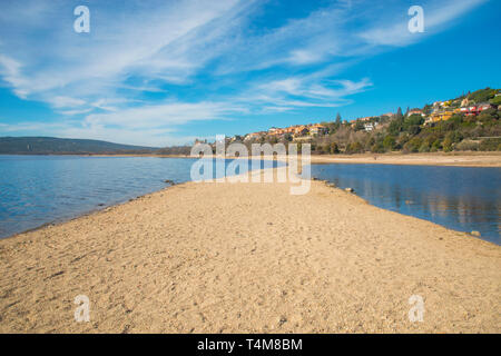 Village viewed from Santillana reservoir. Manzanares El Real, Madrid province, Spain. - Stock Image