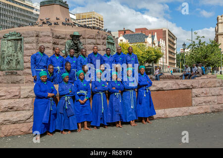 Church choir singing in front of the Paul Kruger statue on Church Square, Pretoria, South Africa - Stock Image
