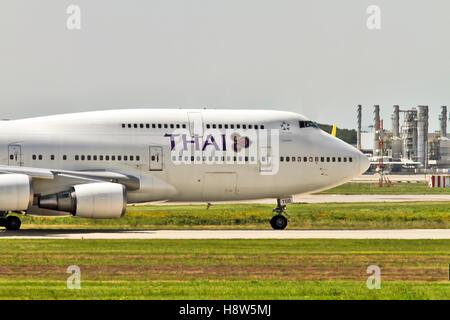 Thai Airways, Boeing 747-400 at Milan - Malpensa (MXP / LIMC) Italy - Stock Image