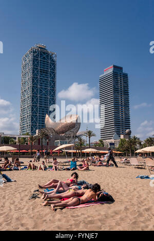 Platja de la Barceloneta Hotels Artssculpture  by Frank Gehry Passeig Maritim , beach, people, Barcelona, Spain - Stock Image