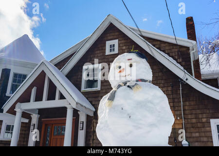 Chappaqua, NY, USA, 8th March 2018. Perfect weather to build a snowman as the biggest snowstorm in years buries - Stock Image