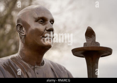 Sri Chinmoy statue, Cardiff Bay - Stock Image