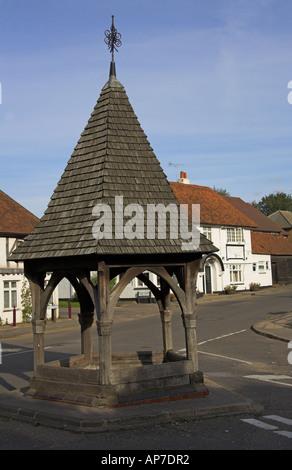 The Wishing Well and Bull Public House High Street Bovingdon Hertfordshire - Stock Image