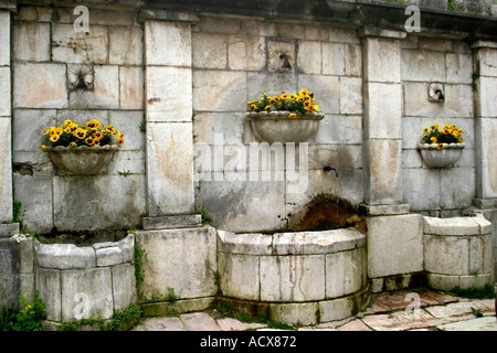 Charming drinking fountain in the centro of Visso in Le Marche in Italy - Stock Image