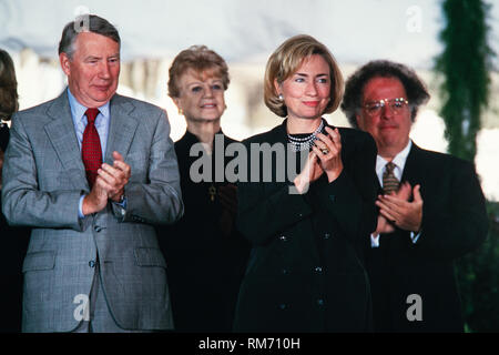 U.S. First Lady Hillary Clinton stands next to Journalist Robert MacNeil, left, and Music Director of the Metropolitan Opera James Levine, right, during the National Medal of Arts and Humanities awards during a ceremony on the South Lawn of the White House September 29, 1997 in Washington, DC. - Stock Image