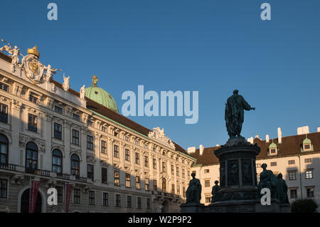 Inner courtyard and Kaiser Francis statue, Hofburg Imperial Palace, Vienna, Austria - Stock Image
