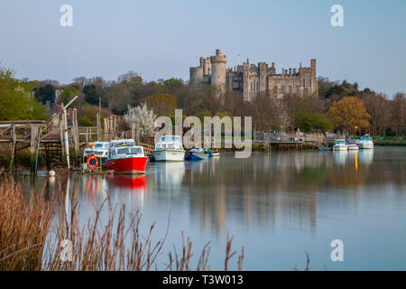 Dawn on river Arun, West Sussex, England. Arundel Castle in the distance. - Stock Image