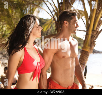 Portrait of a young, attractive couple on a tropical beach - Stock Image