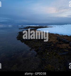 Winter shoreline, Vestvågøy, Lofoten Islands, Norway - Stock Image
