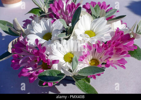 Floral table decoration - Stock Image