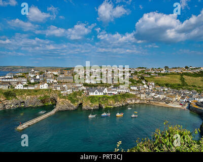 29 June 2018: Port Isaac, Cornwall, UK - Port Isaac,  Cornwall, UK, during the summer heatwave. - Stock Image