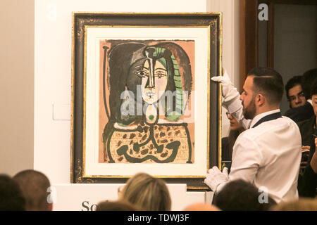 London UK. 19th June 2019. 'Femme au tablier' by Pablo Picasso,  oil on lithograph on paper, Estimate £600,000 which sold at hammer for £850,000  at the Impressionist & Modern Art Evening Auction  at Sotheby's London Credit: amer ghazzal/Alamy Live News - Stock Image
