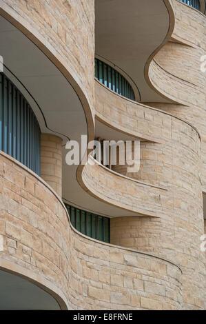 Waveshaped architecture - Stock Image