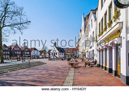 People enjoy refreshments in the morning sunshine on one of the first warm days of spring in Lingen (Ems), Emsland, - Stock Image