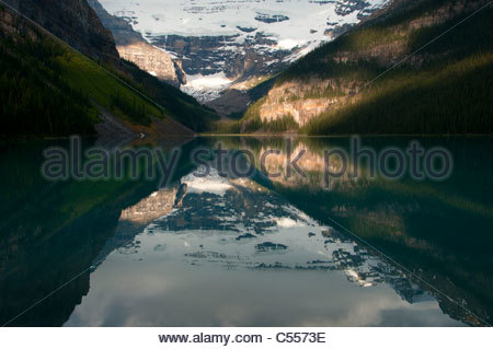 Reflection of Victoria Glacier in Lake Louise, Mt Victoria, Banff National Park, Alberta, Canada - Stock Image
