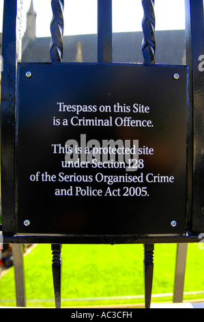 houses of parliament palace of westminster sign trespass - Stock Image