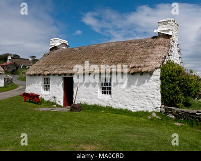 RS 8056  Harry Kelly's Cottage, Cregneash, Isle of Man, UK - Stock Image