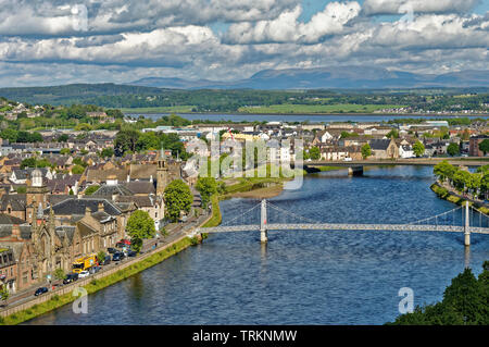 INVERNESS CITY SCOTLAND CENTRAL CITY THE RIVER NESS LOOKING TOWARDS GREIG STREET WHITE SUSPENSION BRIDGE AND FRIARS ROAD BRIDGE - Stock Image