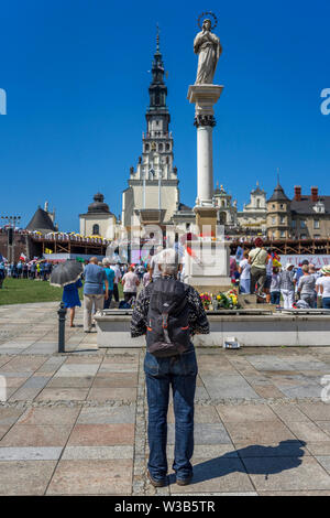 Church service on the field in front of Jasna Góra sanctuary in Czestochowa, Poland 2018. - Stock Image