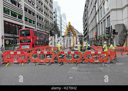 Roadworks on the corner of City Road and Finsbury Street in Central London, UK    KATHY DEWITT - Stock Image