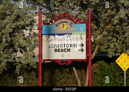 Road sign in Delray Beach, Florida, US - Stock Image