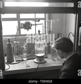 1950s, Leeds University, science experiments - Stock Image