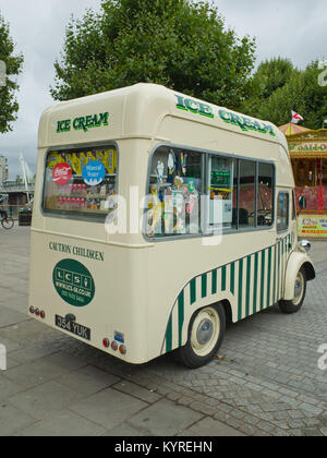 Morris J type Jtype Van Ice cream Van Classic Historic Vehicle UK - Stock Image