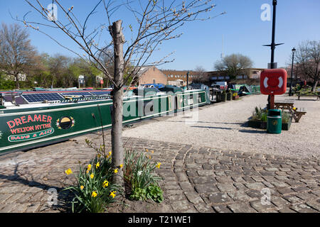 Canal basin on the Calder & Hebble Navigation with moored narrowboats, Brighouse, West Yorkshire - Stock Image