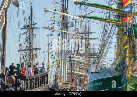 Atmosphere in Lisbon - Tall Ships race 2016 -  Alexander Von Humboldt II and Vera Cruz in foreground - Stock Image