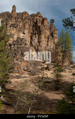 The Brennan Palisades, named after a local pioneer ranch family, in the Ochoco National Forest near Prineville, Oregon. - Stock Image