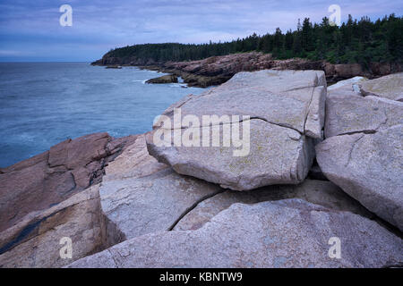 Overcast morning at Otter Cliffs in Acadia National Park in Maine - Stock Image