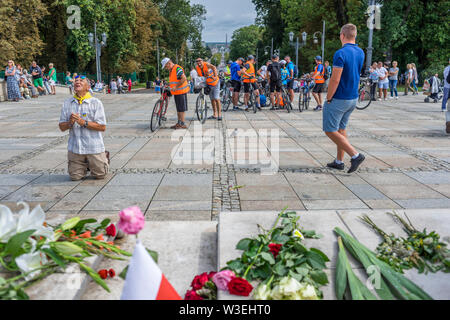 Arrival of the pilgrims at Jasna Góra sanctuary during the celebration of the assumption of Mary in August, Czestochowa, Poland 2018. - Stock Image