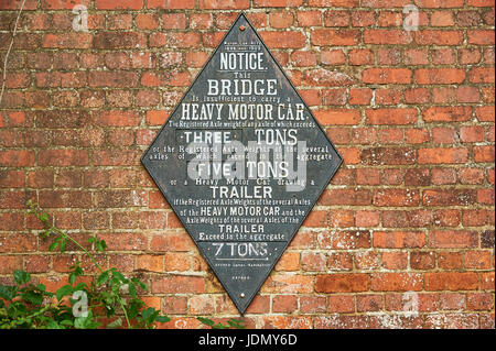 Old canal sign on a brick wall at Foxton, Leicestershire - Stock Image