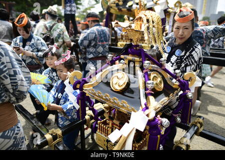 TOKYO, JAPAN - MAY 18: Festival participants take a rest beside the Mikoshi during a festival called 'Sanja Matsuri' on May 18, 2019 in Tokyo, Japan. A boisterous traditional mikoshi (portable shrine) is carried in the streets of Asakusa to bring luck, blessings and prosperity to the area and its inhabitants. (Photo: Richard Atrero de Guzman/ AFLO) - Stock Image